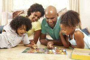 pais-se-divertindo-com-os-filhos